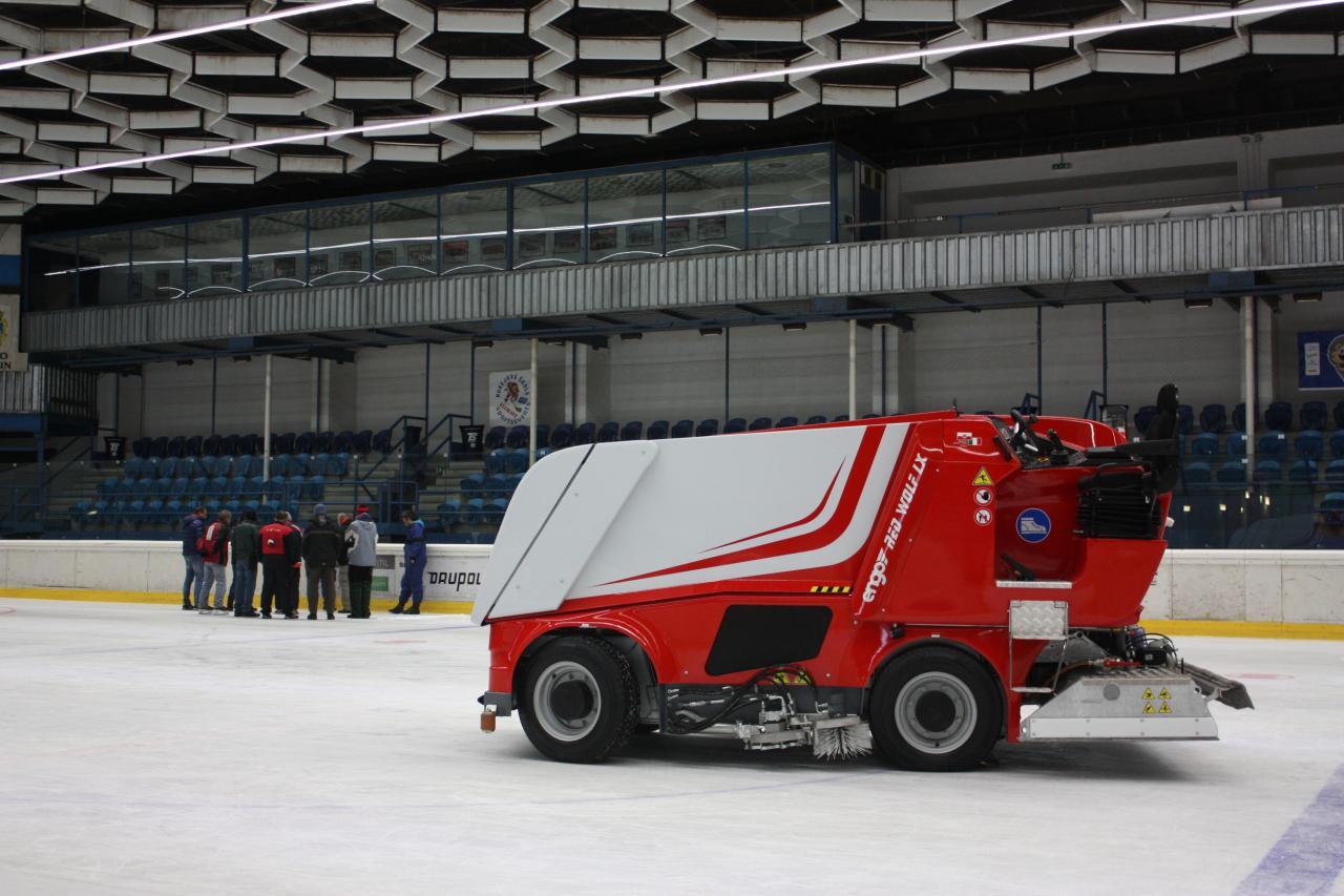 Zimní stadion má novou rolbu 1